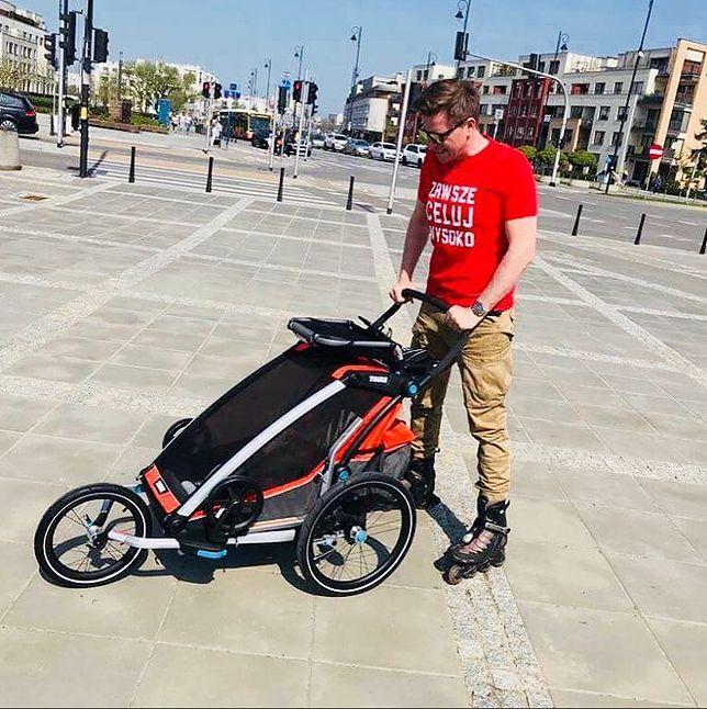 Dziennikarz TVN odpoczywa aktywnie z dzieckiem