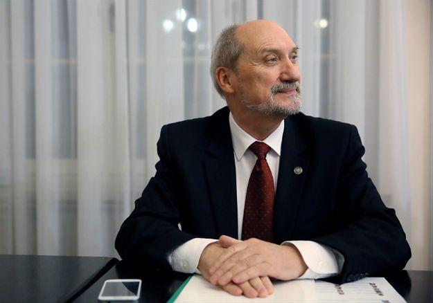 Macierewicz wytyka błędy byłemu rządowi. Ekspert: jak można coś kupić, jeżeli nie zna się ceny?