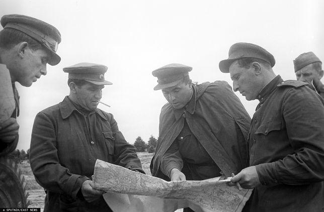 Dowódcy Armii Czerwonej czekali na lewym brzegu Wisły rozstrzygnięcie powstania warszawskiego