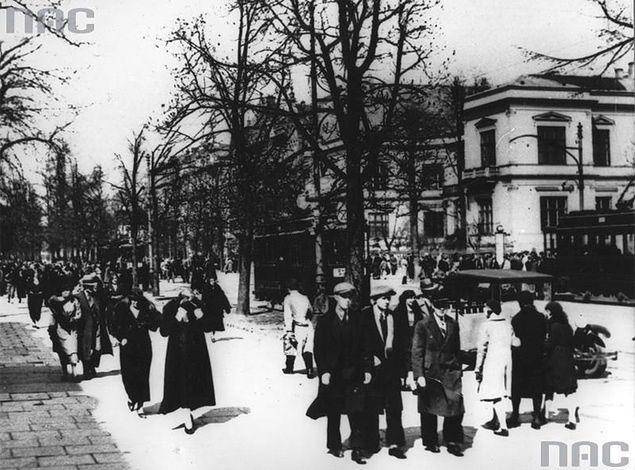 Aleje Ujazdowskie w Warszawie - miejsce gdzie wykonano wyrok śmierci na gen. SS Franza Kutschera