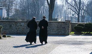 Podatki dla księży - ten temat wraca w dyskusji publicznej jak bumerang