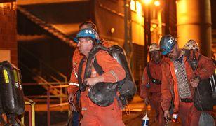 Ekipy ratunkowe pracujące w kopalni w Karwinie zmieniają się co cztery godziny