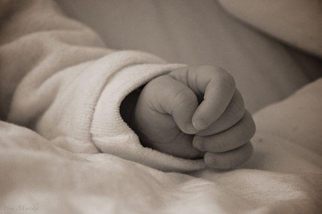 Łódzkie. Śmierć noworodka. Rodzice pili alkohol (Flickr.com, Yves Merckx)