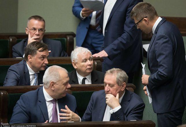 Marcin Warchoł - kandydat na prezydenta Rzeszowa - rozmawia z Jarosławem Kaczyńskim w Sejmie