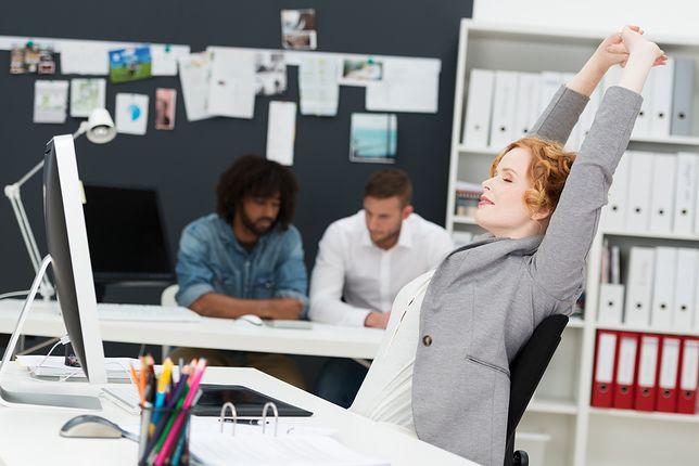 Ćwiczenia, które wykonasz przy biurku