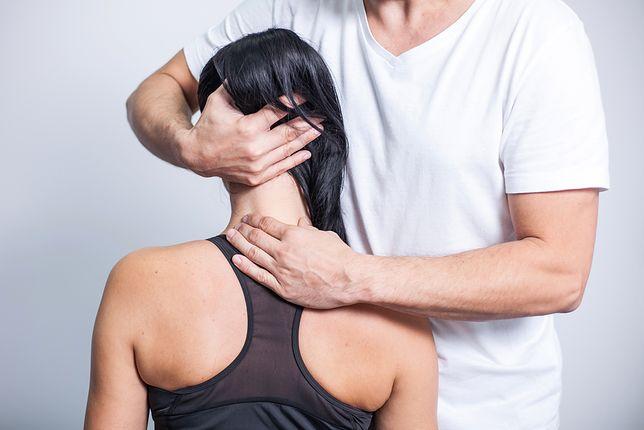 Ból z tyłu głowy i sztywnienie karku może być skutkiem stresu