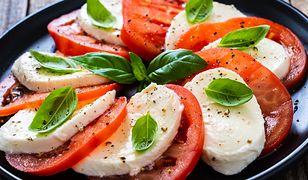 Włoski sos sałatkowy. Zamiast kupować gotowce, zrób samodzielnie