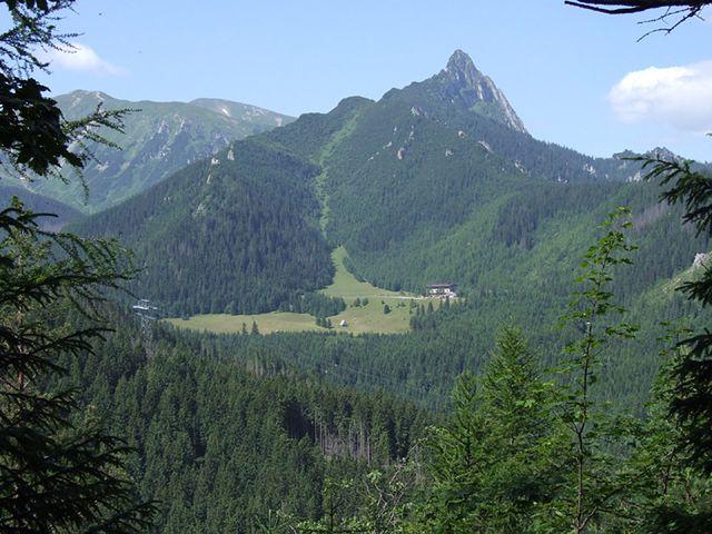 Kibolskie napisy w Tatrach. TPN: to jest totalna głupota