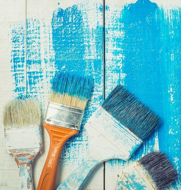 Bezbłędne malowanie ścian: precyzyjnie pędzlem