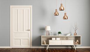 Lampy wiszące mogą zostać zamontowane nawet w nietypowych miejscach