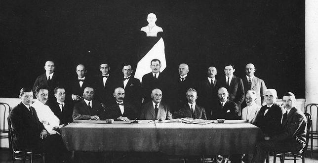"""Zarząd Stowarzyszenia """"Gospoda Polska"""" w Harbinie, 1926 r."""