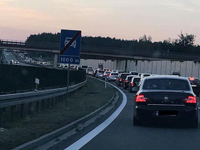 Polacy wracają z długiego weekendu. Robią się coraz większe korki na drogach