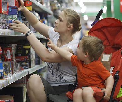 Biotechnolog tłumaczy, dlaczego kupując zabawki, powinniśmy zwracać uwagę na oznaczenia, z jakiego tworzywa zostały wykonane.