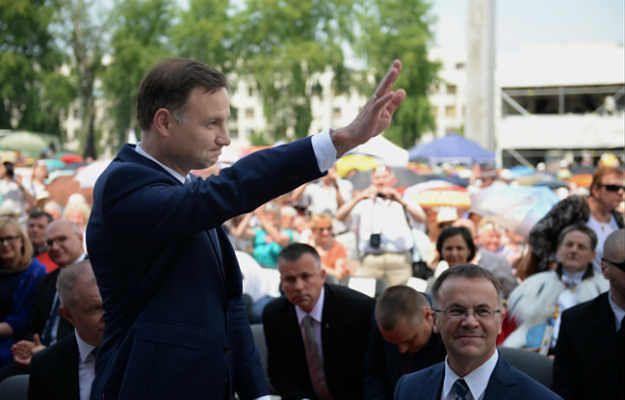 Andrzej Duda podczas obchodów Święta Dziękczynienia na Polach Wilanowskich w Warszawie