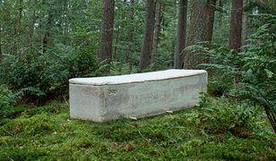 """Holandia. Pierwsza osoba pochowana w """"żywej trumnie"""""""