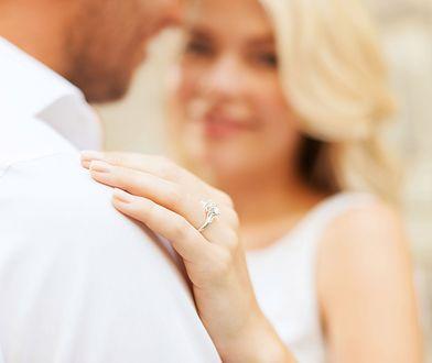 """Powiedzieć brylantowi """"tak"""" bywa znacznie łatwiej, niż powiedzieć """"tak"""" mężczyźnie."""