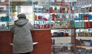 NFZ: Brak leków w aptekach. Uruchomiono infolinię Narodowego Funduszu Zdrowa. Zadzwoń, by dowiedzieć się, gdzie kupić podstawowe medykamenty