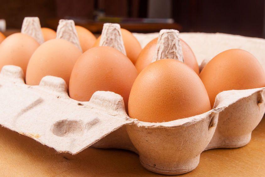 Kilka milionów jaj skażonych antybiotykiem. Były dostępne m.in. w Biedronce, Carrefourze i Piotrze i Pawle