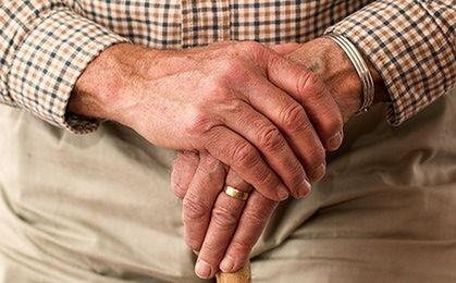 Ponad 90 tysięcy seniorów korzysta ze wsparcia gmin. Kto jeszcze może im pomóc?