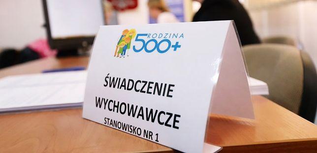Rodzina 500+ wyciąga Polaków z długów