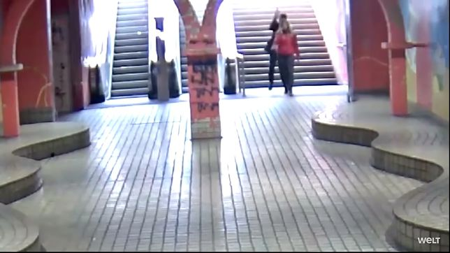Dwóch nastolatków zaatakowało dziewczynę. I musieli przed nią uciekać