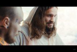 Bober rozmawia z Jezusem. Raper powraca z abstrakcyjnym klipem
