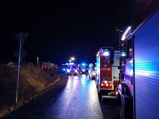 Dolny Śląsk. Tragiczny wypadek autokaru. Wracali ze świątecznego jarmarku we Wrocławiu