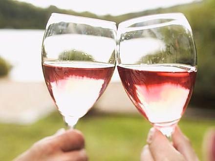 Zdrowie państwa młodych! - rzecz o weselnych toastach