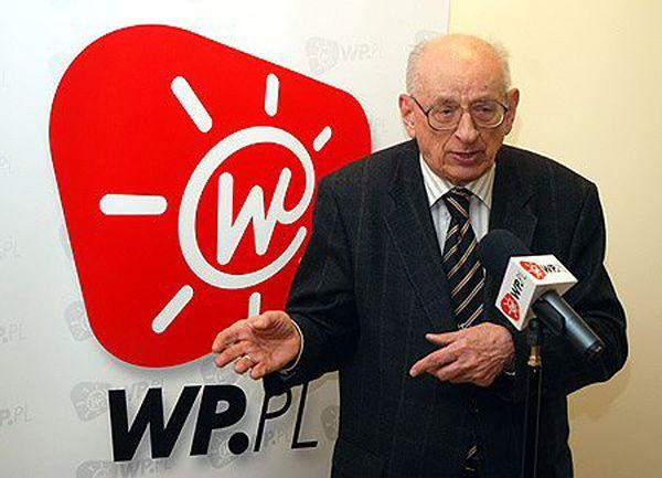 """Władysław Bartoszewski w 2007 roku został uznany za """"Człowieka Roku"""" Wirtualnej Polski"""