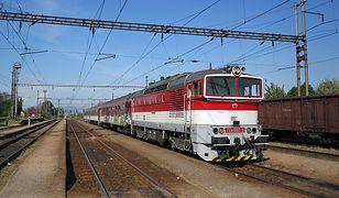 Pasażerowie czekali dwie godziny na przyjazd drugiej lokomotywy.