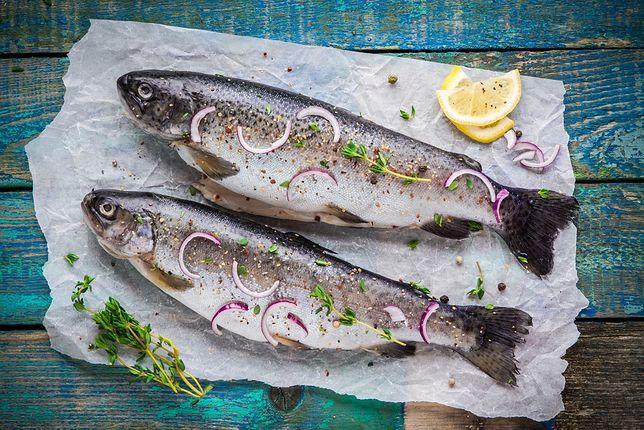 Pstrąg to pyszna ryba o delikatnie słodkawym mięsie. Przepisy z pstrągiem