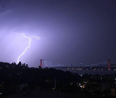 Burza. RCB wysłało alert przed gwałtownymi wyładowaniami atmosferycznymi / foto ilustracyjne
