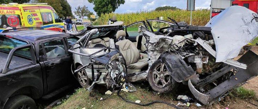 Trzema samochodami podróżowało siedem osób. Jeden z pasażerów nie przeżył
