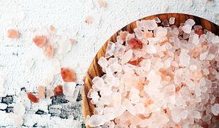 Sól nie tylko kuchenna? Nietypowe pomysły na zastosowanie słonych kryształków