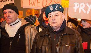Kaczyński krytykuje konstytucję. Płk Mazguła wściekł się i komentuje: do kabaretu komunisto i złodzieju demokracji