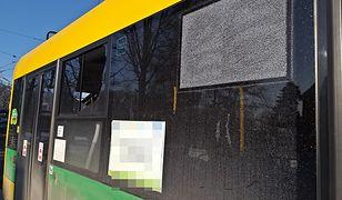 Policja szuka sprawcy, który ostrzelał trolejbus w Tychach