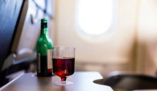 Niektóre linie lotnicze całkowicie zrezygnowały ze sprzedaży alkoholu na pokladzie
