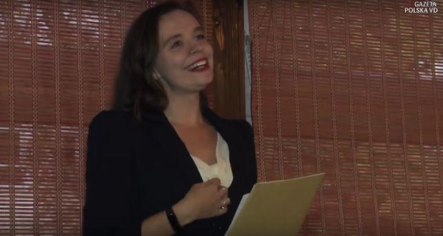 """Klaudia Jachira podczas nowego występu: """"w imię ojca i syna, i brata bliźniaka"""""""