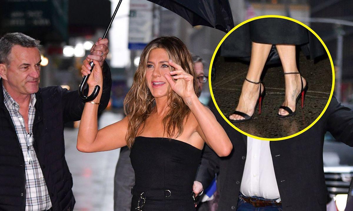 Sekret Jennifer Aniston. Wyglądała pięknie, ale wszyscy i tak patrzyli na jej stopy