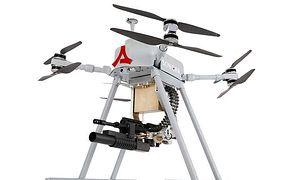 Turecki dron wyposażony w karabin maszynowy.