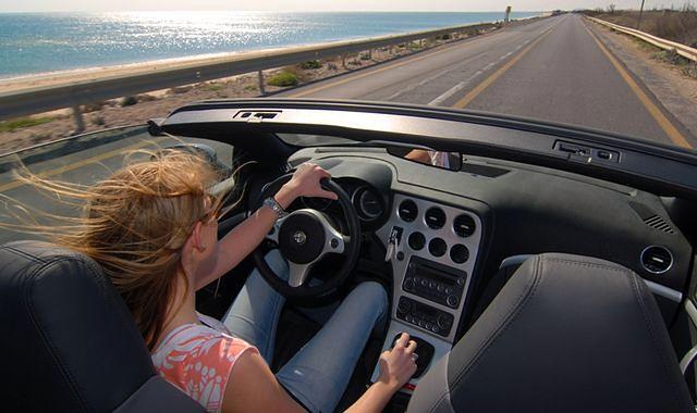 Młodzi kierowcy przyciągają mandaty?