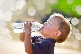 Jak przekonać dziecko, by piło wodę?