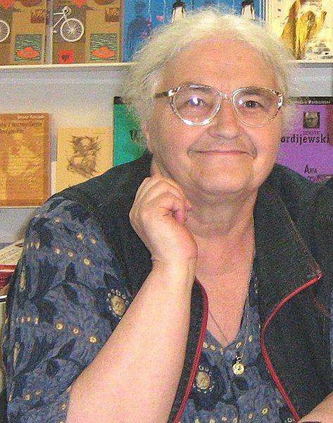 Joanna Papuzińska jest autoką wierszy dla dzieci
