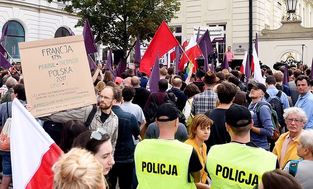 Chcą weta. Demonstracja przed Pałacem Prezydenckim