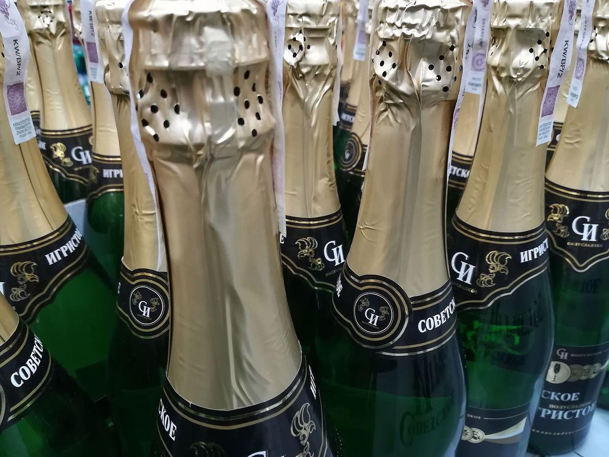 Obok szampana nawet nie stał, do wina też mu trochę brakuje. Sylwestrowy trunek Polaków
