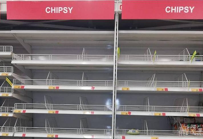 """Pogrom w sklepach przed Sylwestrem. Zablokowane alejki, puste półki, """"istny armagedon"""""""