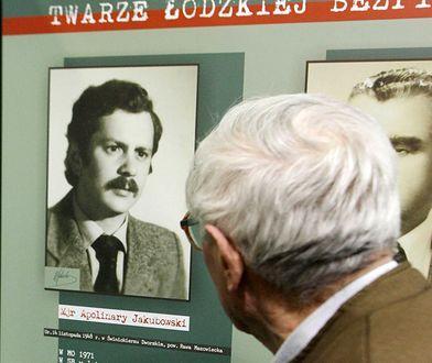 """Wizerunki funkcjonariuszy, którzy nie przeszli weryfikacji w latach 90., IPN pokazywał na cyklu wystaw """"Twarze bezpieki"""" w całej Polsce"""