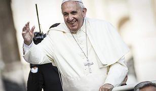 """Gwiazda """"Gry o tron"""" jako papież Franciszek. Jonathan Pryce i Anthony Hopkins w filmie Netflixa"""