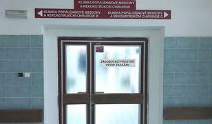 Oddział oparzeniowy szpitala w Ostrawie, gdzie przebywa dwóch Polaków, jest zamknięty