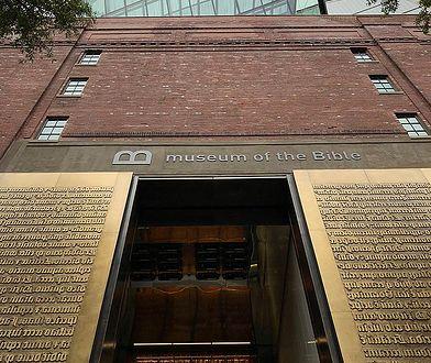 """W Muzeum Biblii chciał pokazywać eksponaty z przemytu. Trafiły do USA jako """"kafelki ceramiczne"""""""